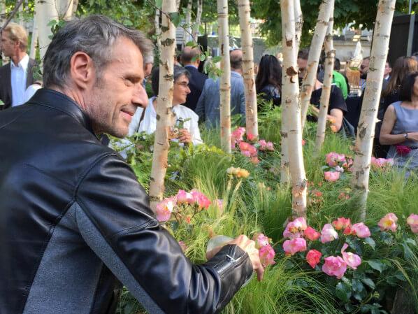 Lambert Wilson, discours lors du baptême de la rose Lambert Wilson, jardin éphémère de Truffaut, Jardins Jardin aux Tuileries, Paris 1er (75)