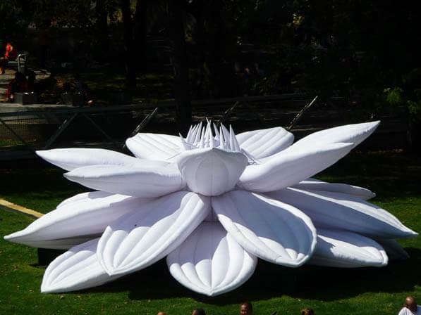 White Lotus, Choi Jeong Hwa, exposition L'air des géants, parc de la Villette, Paris 19e (75)