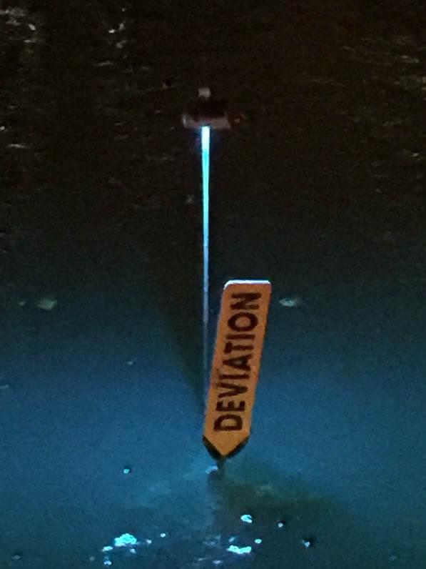 Panneau déviation, L'eau qui dort, Michael Pinsky, canal de l'Ourcq, parc de la Villette, Paris 19e (75)