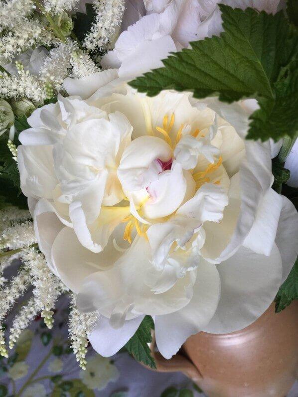 Bouquet blanc pour la fête des mères, pivoine et astilbe