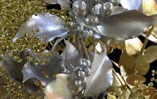 Bouquet de fleurs et feuillages, décorations de Noël, Paris 19e (75)