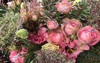 Bouquet de roses, lisianthus, carotte et graminée, Paris 12e (75)