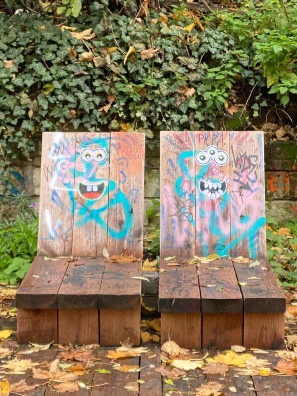 Fauteuil, banc, tags, street art, La Petite Ceinture du 20e, Paris 20e (75)