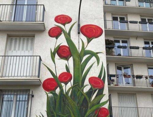 Fresque de Mercedes Uribe sur un immeuble de la rue du Retrait (Paris 20e)