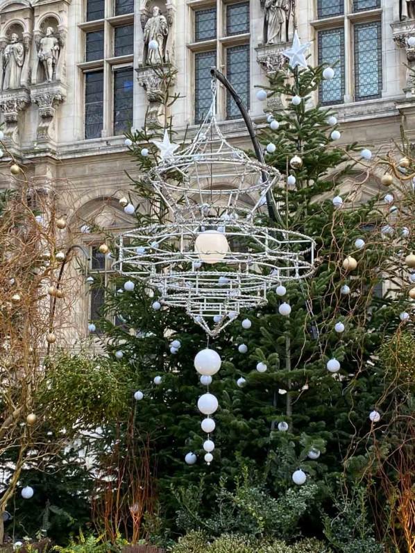 """""""Paris, enchantée"""", décorations de Noël sur l'esplanade de l'Hôtel de Ville, Paris 4e (75)"""