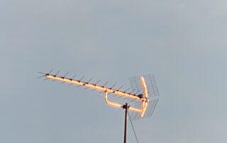 Antenne brillante avec le soleil, Paris 19e (75)