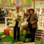 Noémie Vialard dédicace ses ouvrages au BHV