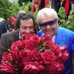 Michou, parrain de la rose République de Montmartre et Jean-Paul Reynoird, le créateur de la rose, Clos Montmartre, Paris 18e (75)